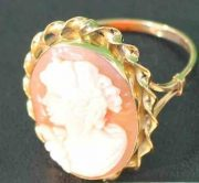 A-LARGE-CAMEO-SET-RING-DEPICTING-A-CLASSICAL-WOMAN-IN-PROFILE-18-CT-GOLD-UK-N-U-283284320513-2