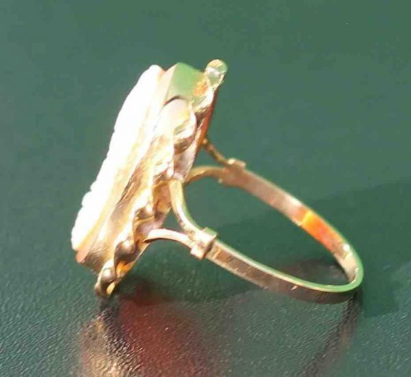 A-LARGE-CAMEO-SET-RING-DEPICTING-A-CLASSICAL-WOMAN-IN-PROFILE-18-CT-GOLD-UK-N-U-283284320513-3