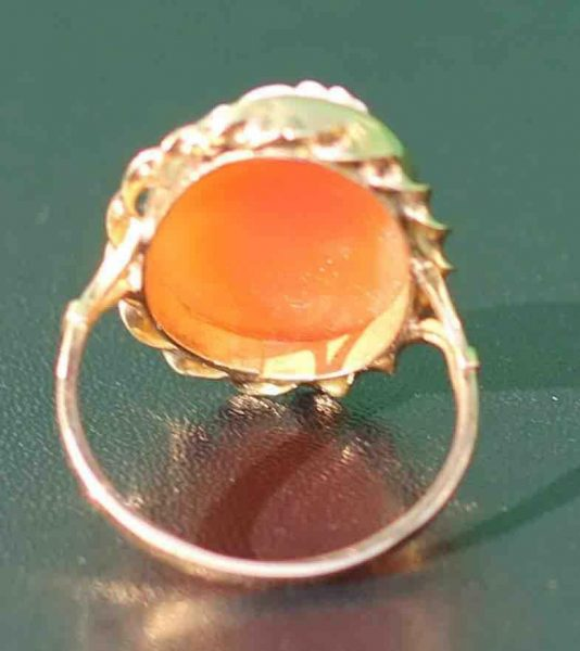 A-LARGE-CAMEO-SET-RING-DEPICTING-A-CLASSICAL-WOMAN-IN-PROFILE-18-CT-GOLD-UK-N-U-283284320513-4