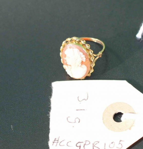 A-LARGE-CAMEO-SET-RING-DEPICTING-A-CLASSICAL-WOMAN-IN-PROFILE-18-CT-GOLD-UK-N-U-283284320513-6