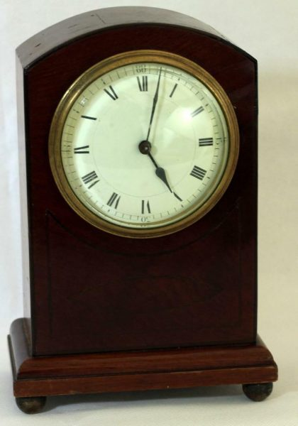 ANTIQUE-FRENCH-8-DAY-MAHOGANY-AND-BOXWOOD-STRINGING-MANTLE-CLOCK-283338994524