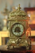 SMARTI-ANTIQUE-FRENCH-8-DAY-2-TRAIN-ROCOCO-MANTLE-CLOCK-SET-WITH-CANDLEABRAS-283578294148-2